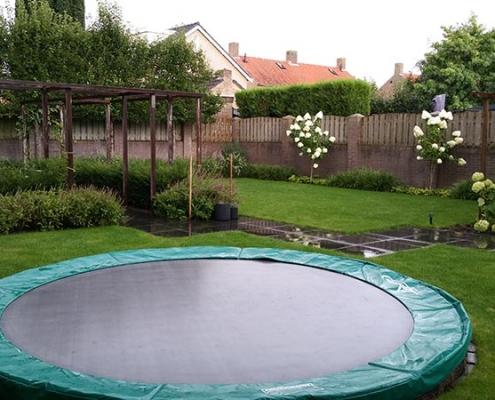 Tuinaanleg met trampoline Rosmalen
