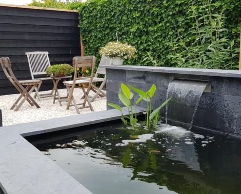 Tuin met apart terras aangelegd